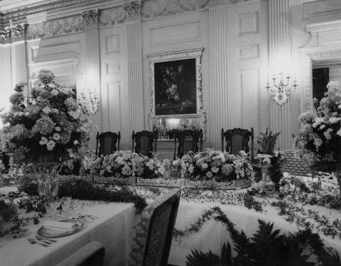 State Dining Room set for state dinner honoring President and Mrs. Ahmed Sékou Touré of the Republic of Guinea. October 26, 1959 [72-3250-7]