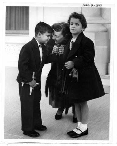 Mamie D. Eisenhower receives two blind children from the Lighthouse, (New York Association. for the Blind). Meeting took place on the White House steps. November 9, 1953 [72-544-2]